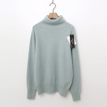 Laine Raccoon Fox N Wool Basic Turtleneck Sweater